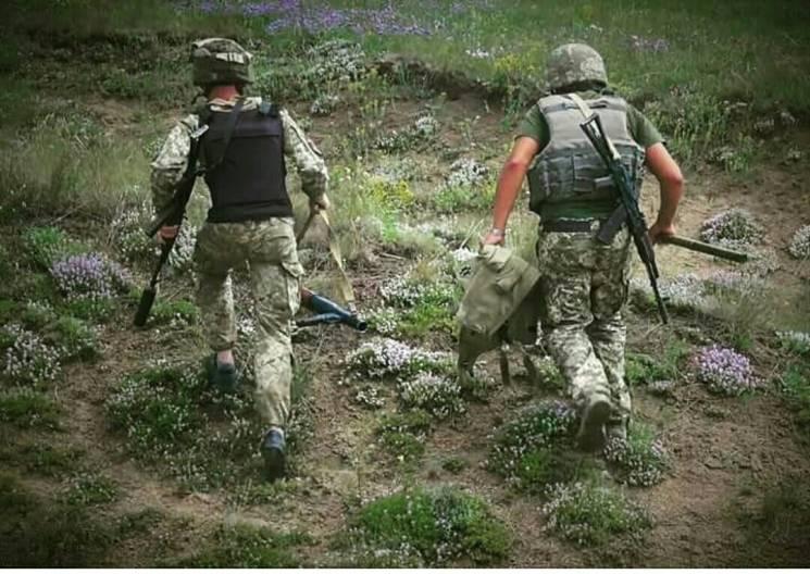 """""""Смертельна"""" доба на Донбасі: Один загиблий і троє поранених бійців"""