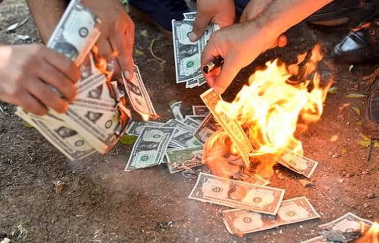 Як турки американські долари палять (ФОТОРЕПОРТАЖ)