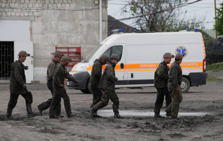 """Гірники трьох шахт """"Мирноградвугілля"""" зупинили роботу через заборгованість по зарплаті"""