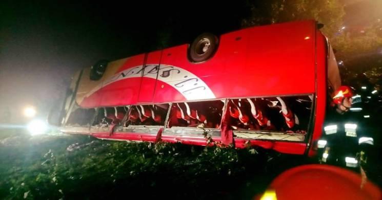 У Польщі туристичний автобус з українцями впав в обрив (ФОТО 18+)