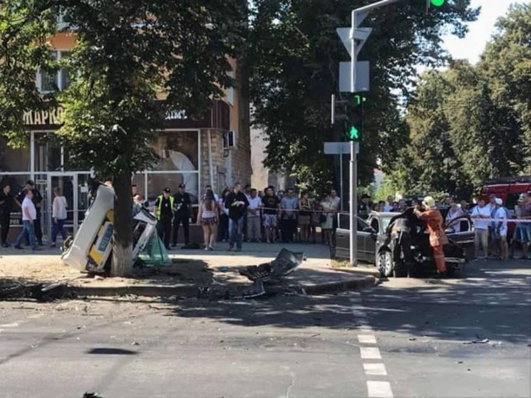 Жахлива ДТП у Сумах: Поліцейське авто знесло групу пішоходів