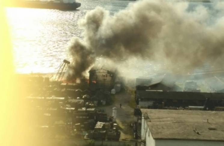 На Росії палає військова частина, лунають вибухи (ФОТО, ВІДЕО, ОНОВЛЕНО)