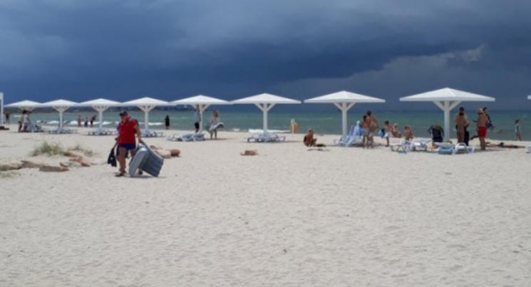 Сезон ще не почався: В мережі з'явилися свіжі фото порожніх пляжів в окупованому Криму (ФОТО)