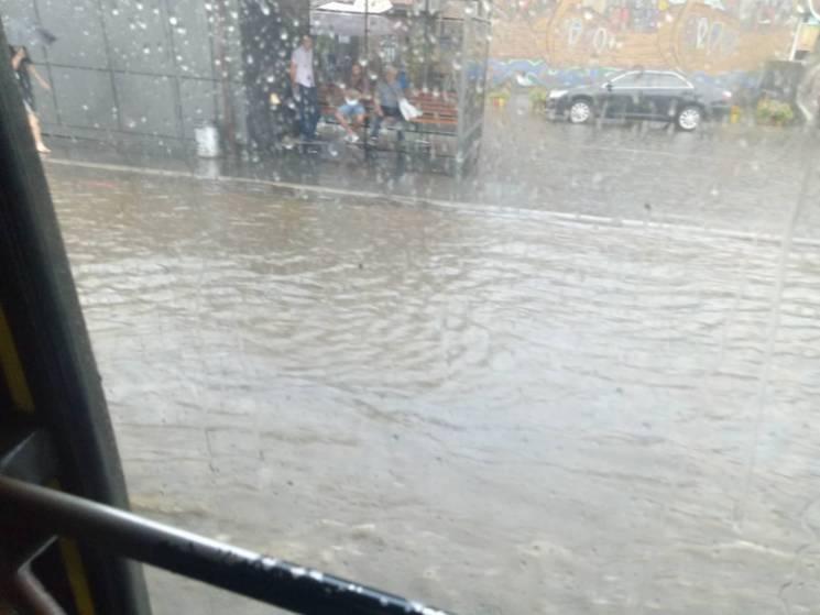 """Дощовий """"армагеддон"""": Хто відшкодує киянам збитки від потопу"""