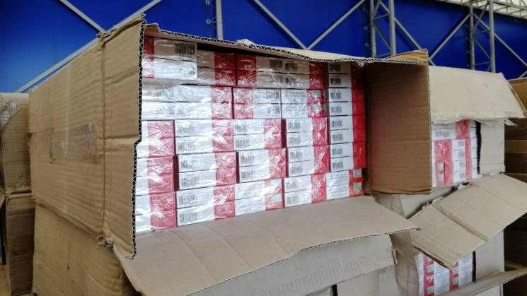 З Одеського порту до Ізраїлю намагались відправити велику партію цигарок (ФОТО, ВІДЕО)