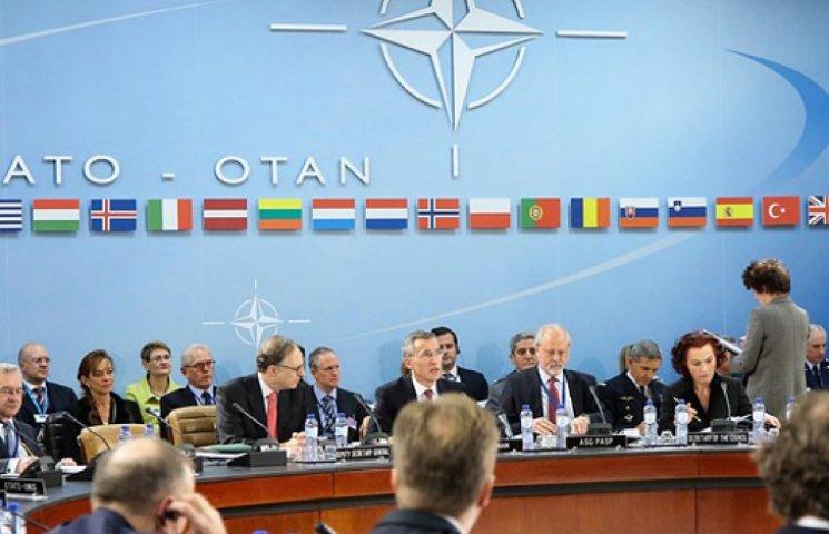 НАТО расширит присутствие своих советников в Киеве