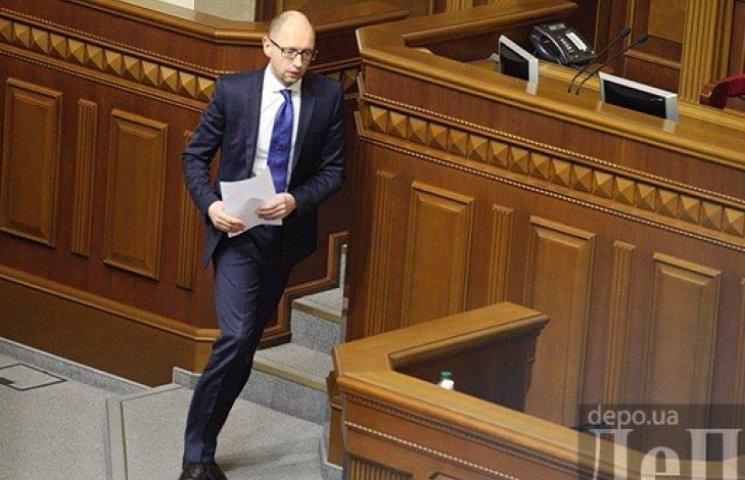 «2015 год будет еще сложнее». Яценюк анонсировал сокращение социальных расходов