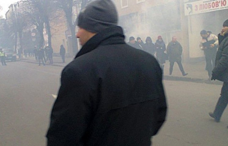 В Виннице дымит здание ОГА, есть раненые: люди требуют люстрации