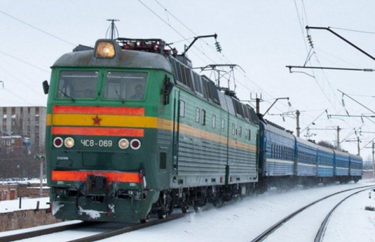 Украина не намерена вслед за РЖД отменять поезда в Россию