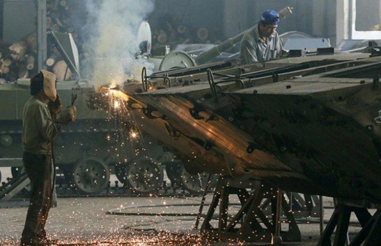 За время АТО отремонтированы более 3 тыс. броневиков, 67 самолетов и 42 вертолета