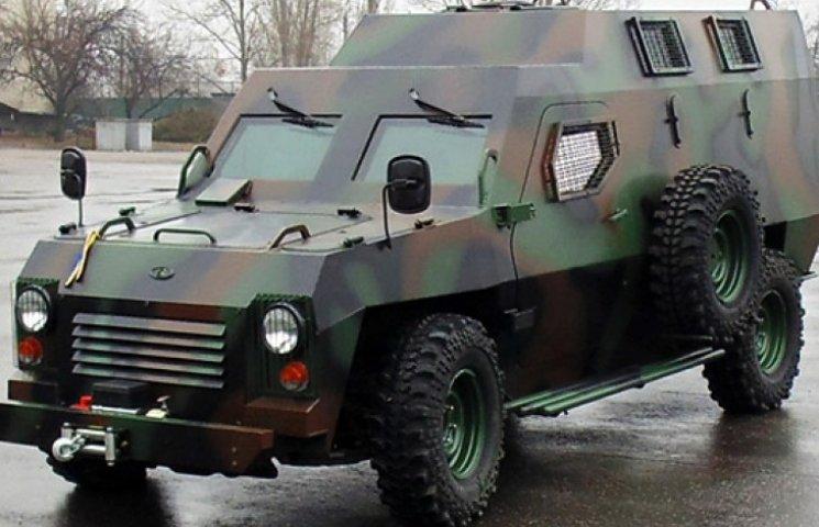 У Черкасах показали новенькі броньовики «Барси» для сил АТО