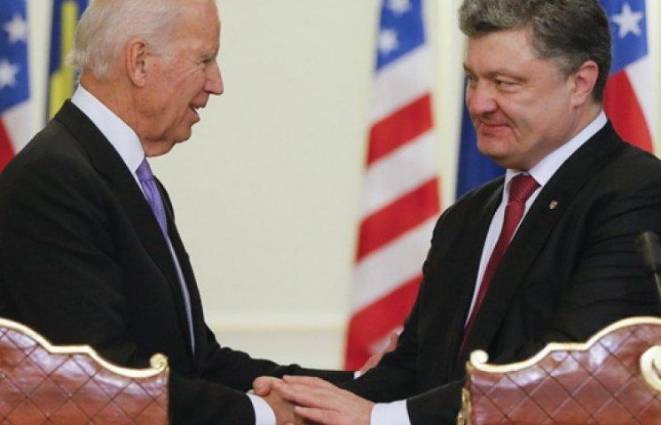 Байден по телефону пообіцяв Порошенку підтримку України з боку США