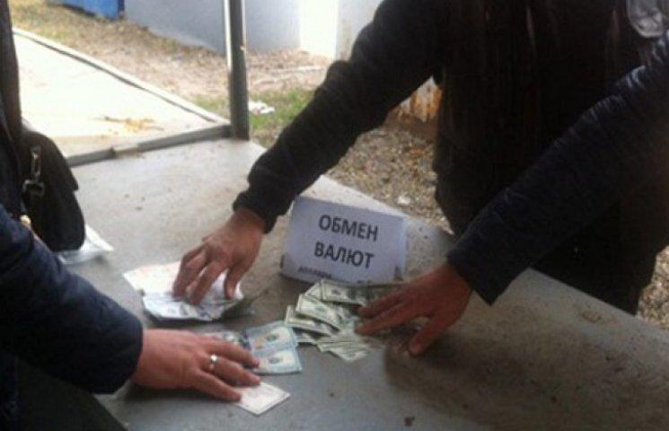 Доллар на «черном рынке» пробил отметку в 21 грн