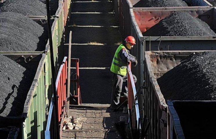 С Донбасса контрабандой пытались вывезти поезд с углем