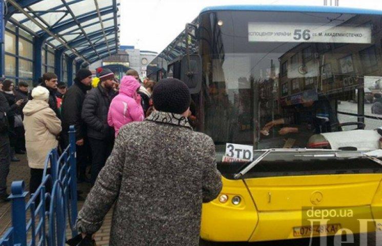 ФОТО ДНЯ: Автобуси вийшли на рейки