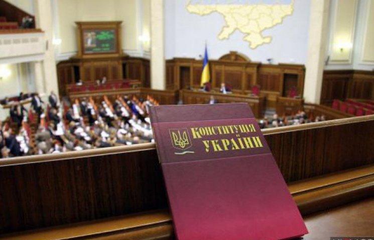 Порошенко хоче створити нову комісію щодо змін Конституції