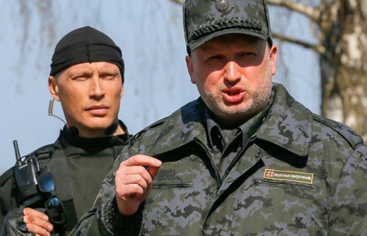 Турчинов полетів у зону АТО на нараду із силовиками