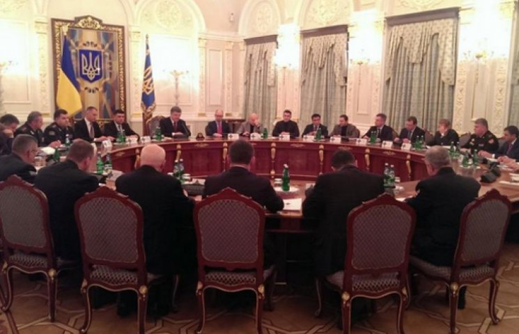 Порошенко открыл заседание СНБО, озвучив стоимость одного дня войны