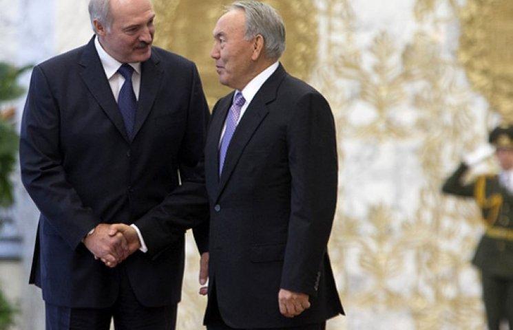Лукашенко і Назарбаєв перед поїздкою до Путіна радилися з Порошенком