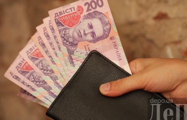 Кабмин предложил заморозить минимальную зарплату и пенсии до конца 2015 года