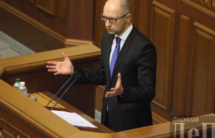 Яценюк заложил в проект госбюджета курс 17 гривен за доллар