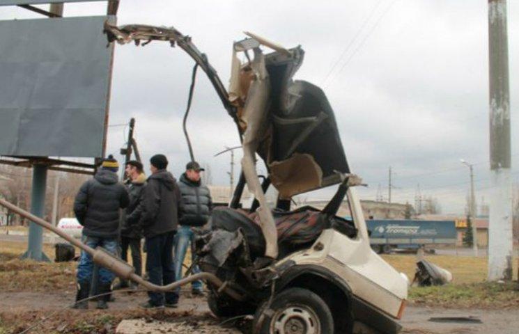В окупованому Стаханові машину розірвало навпіл: пасажири загинули (ФОТО)