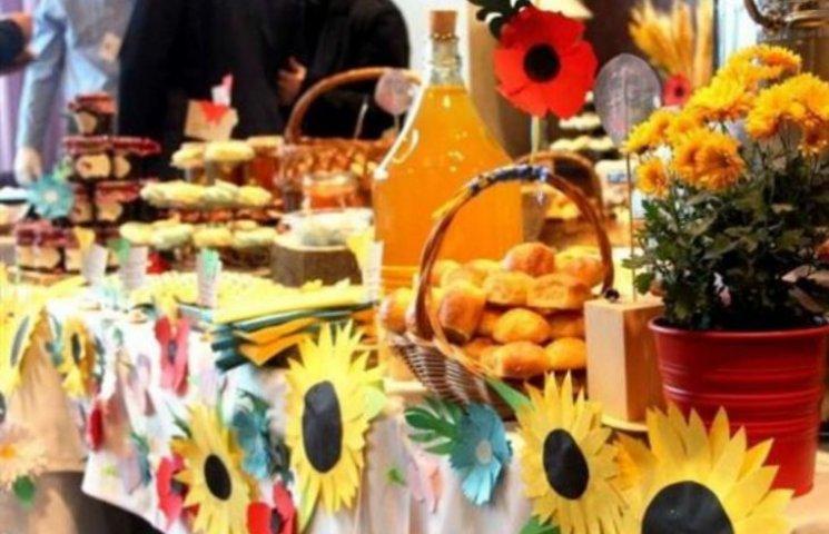 Закарпатськими смаколиками пригощали на ярмарку в Ужгорщині