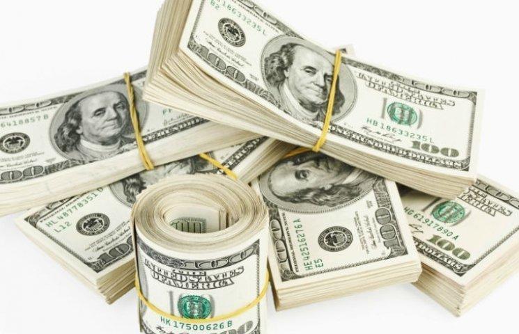 Готівковий долар в столичних обмінниках впав на 24 копійки