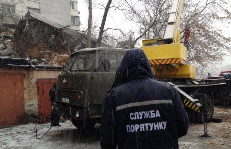 У Києві впала підпірна стіна житлового будинку: Понад 80 людей відселили
