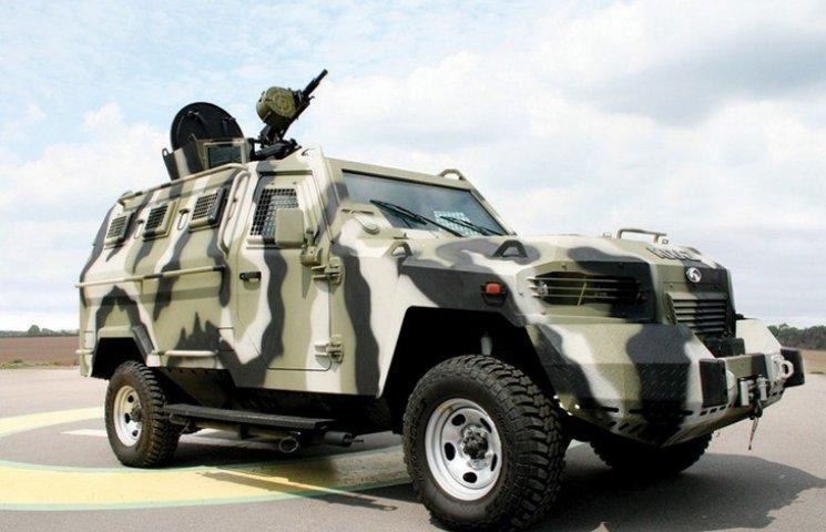 """""""АвтоКрАЗ"""" заплатить півмільйона за прострочене замовлення Міноборони"""