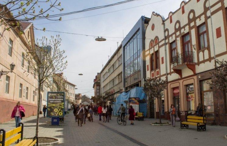 Ужгородська влада вкотре обіцяє звільнити центр міста від реклами