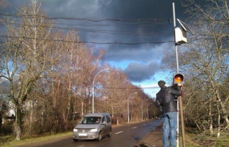 """На Закарпатті встановили перший """"сонячний"""" світлофор"""
