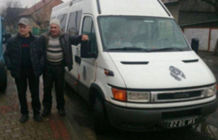 Тячівські волонтери передали на Схід мікроавтобус з подарунками для військових