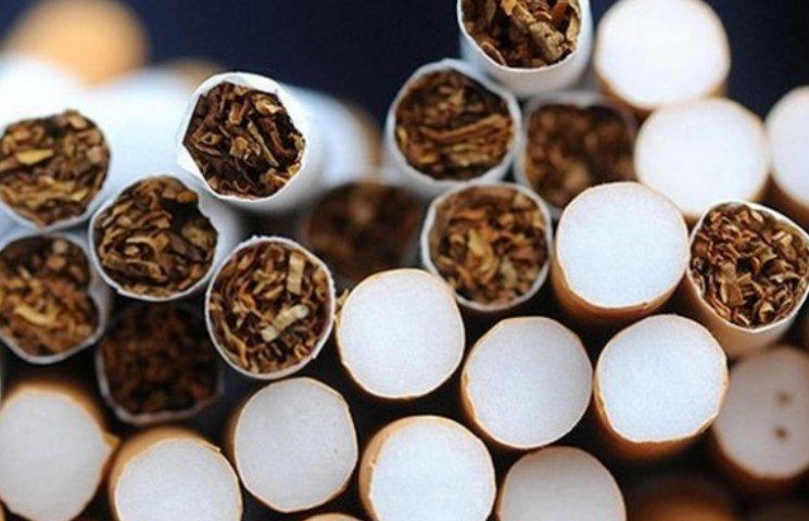 Через п'ять сотень пачок цигарок чоловік позбувся півмільйона гривень