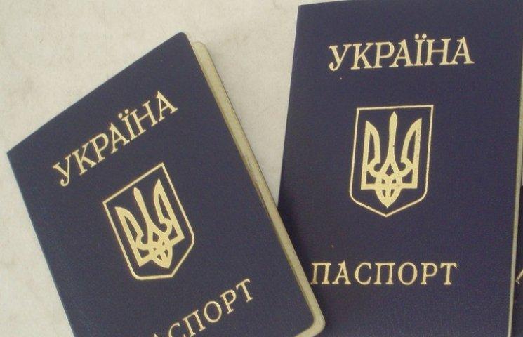 """У Кременчуці жінка """"купувала"""" паспорт: тепер ні грошей, ні паспорта"""