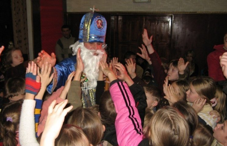 Чому закарпатські діти отримують подарунки від Миколая двічі