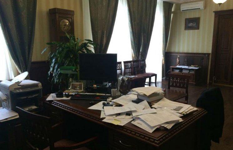 Мер Кременчука встановить у робочому кабінеті веб-камеру