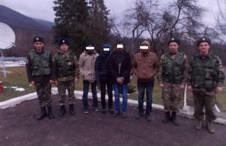 Закарпатські прикордонники відігріли чотирьох замерзлих нелегалів
