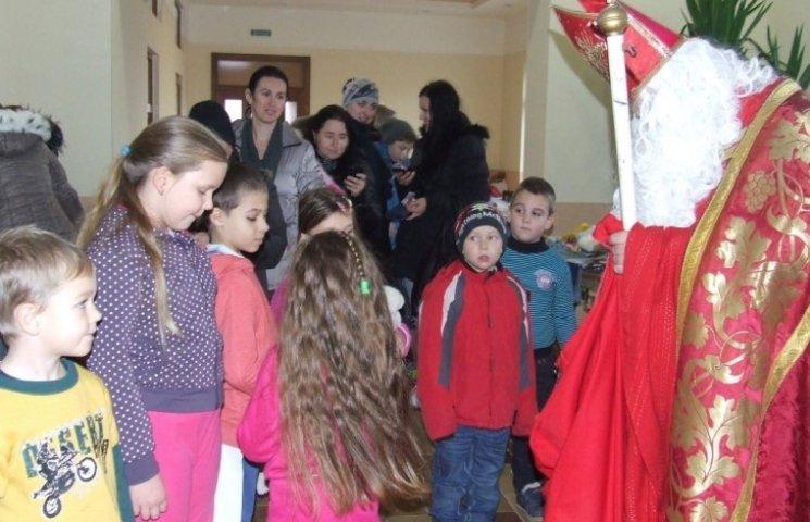 У Берегові св.Микулаш завітав на ярмарок дитячих речей