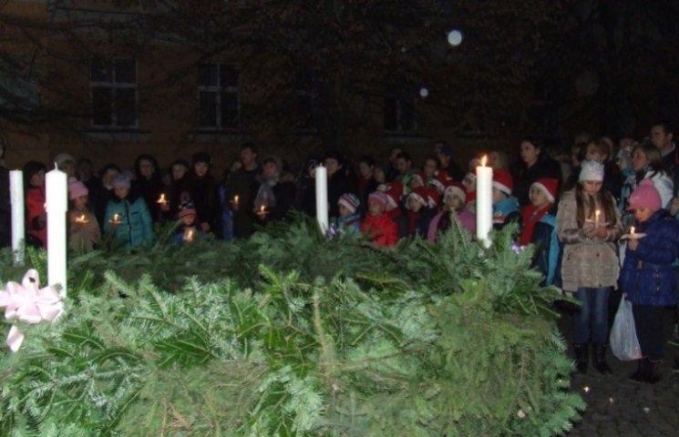 На Закарпатті запалили другу свічку Адвенту
