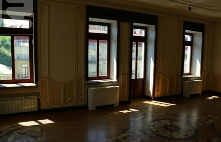 У Києві, за 200 мільйонів, продається будинок відібраний у Януковича