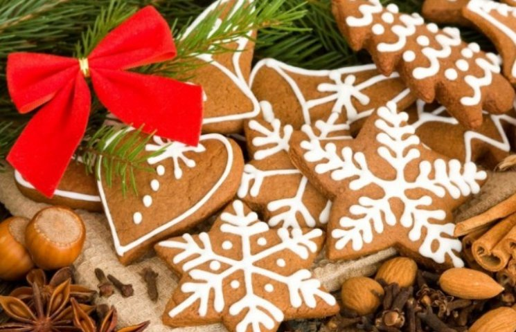 У закарпатському Берегові прикрашали різдвяні медяники