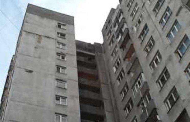 """В Ужгороді повним ходом ремонтують місцевий """"хмарочос"""""""
