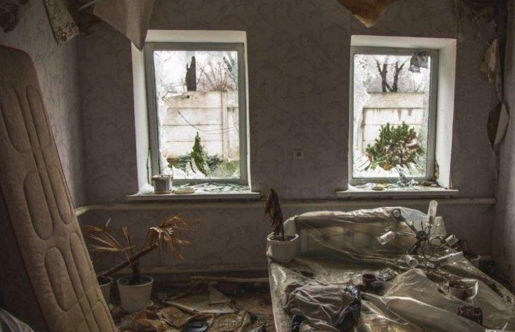 Зруйноване життя: як тепер виглядають околиці Донецька (ФОТО, ВІДЕО)