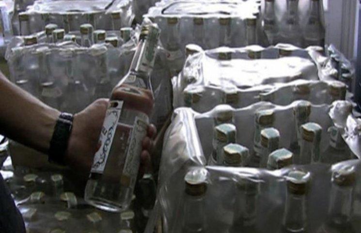 """На Закарпатті затримали 150 ящиків """"лівого"""" алкоголю"""