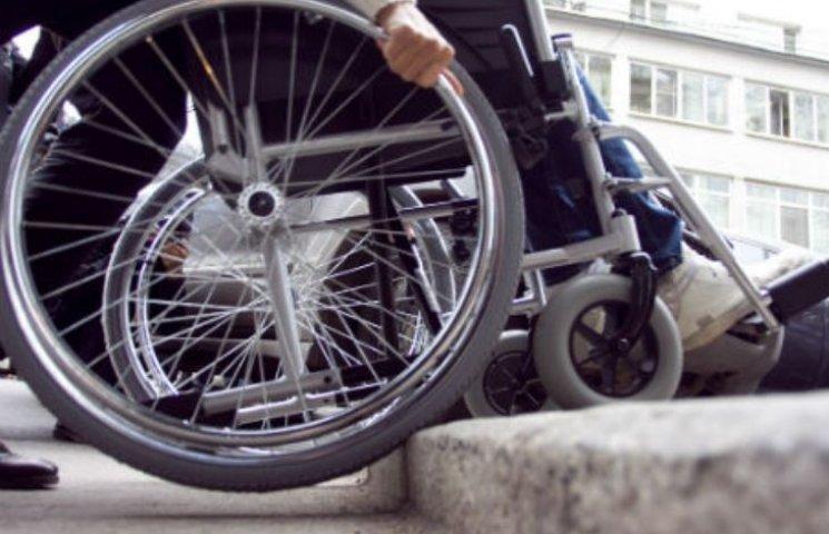 На станціях Закарпаття обіцяють покращити умови для людей з інвалідністю