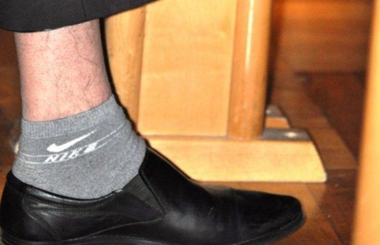 Шкарпетки закарпатського депутата змусили інтернет реготати