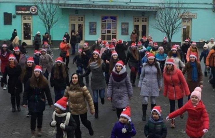 В Ужгороді Миколайчики танцювали під поліцейську дудку