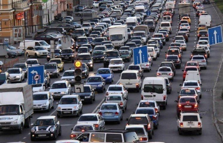 Столичні водії з самого ранку стоять у 20 заторах