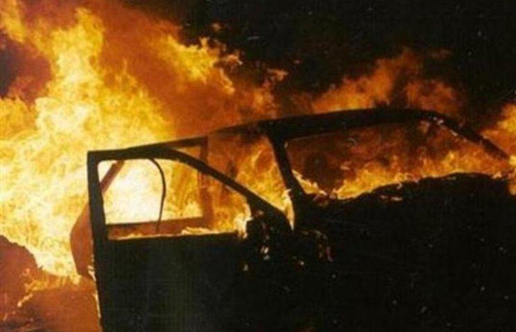 На Закарпатті вночі горіла машина депутата